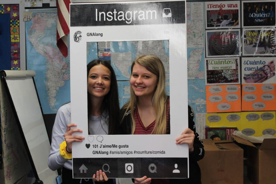 High school Spanish and French classes celebrate Foreign Language Week